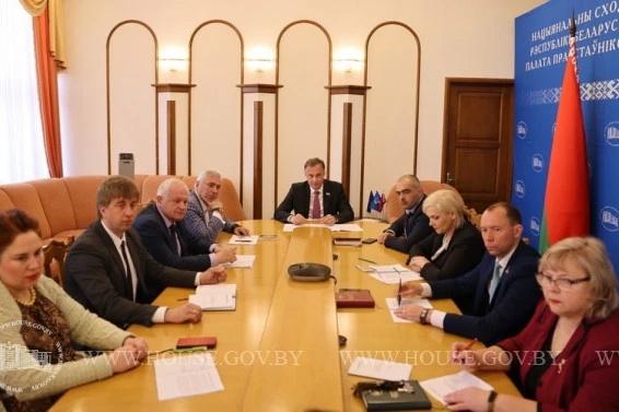 Ежемесячные заседания Постоянной комиссии по международным делам